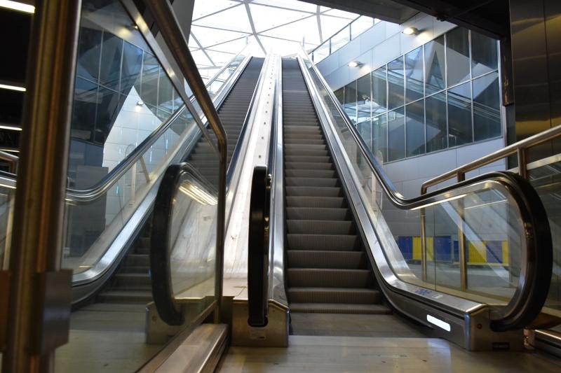 un escalator place charles rogier depuis 1885. Black Bedroom Furniture Sets. Home Design Ideas
