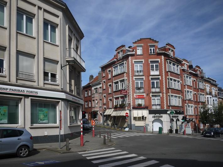 Carrefour avenue jules de trooz avenue charles thielemans for Avenue jules dujardin 5